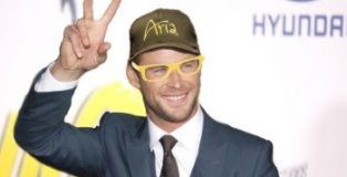 Chris Hemsworth Shows Up to Ant Man and the Wasp Premier as Phil Hellmuth